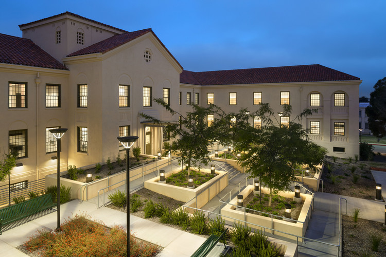 Vivienda especializada: Homeless Veterans Transitional Housing, VA Campus; Los Angeles / LEO A DALY. Imagen Cortesía de AIA