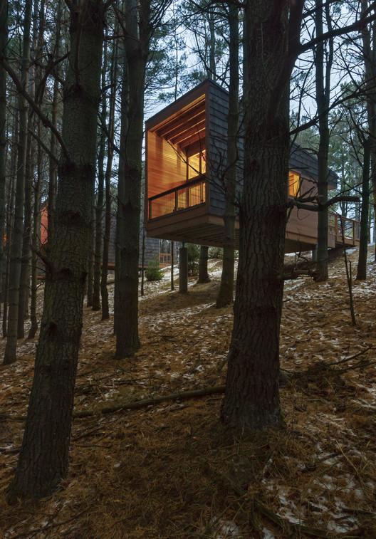 Vivienda especializada: Whitetail Woods Regional Park Camper Cabins; Farmington, MN / HGA. Imagen Cortesía de AIA