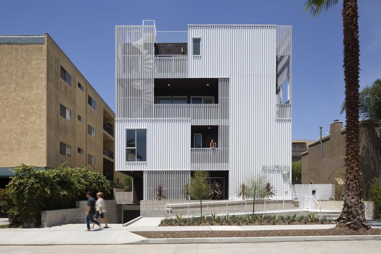 Vivienda Plurifamiliar: Cloverdale749; Los Angeles / Lorcan O'Herlihy Architects. Imagen Cortesía de AIA