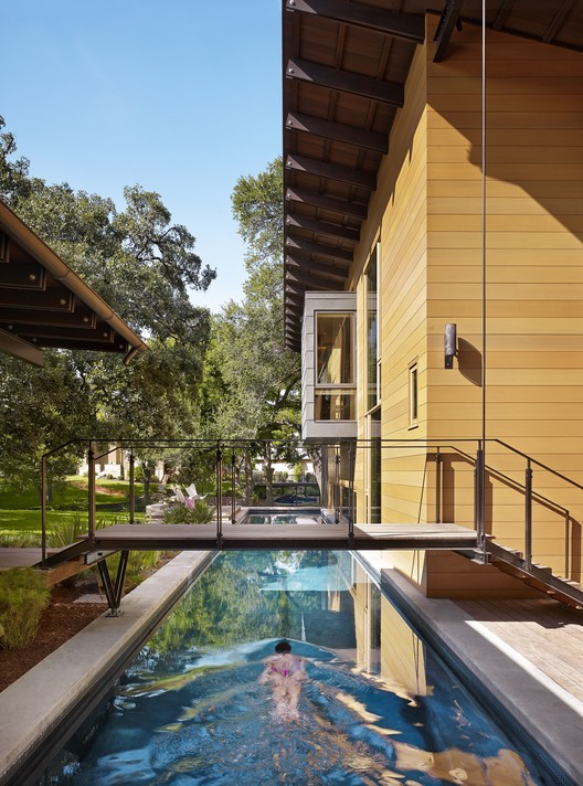 AIA Names 10 Best US Houses of 2016, Custom Housing: Hog Pen Creek Retreat; Austin, Texas / Lake|Flato Architects. Image Courtesy of AIA