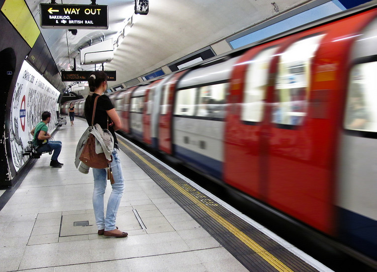 Metrô de Londres, Reino Unido. Imagem © Claire Brownlow, via Flickr