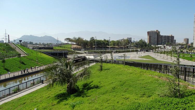 Parque Fluvial Renato Poblete, Santiago. Imagem © Constanza López, via Flickr