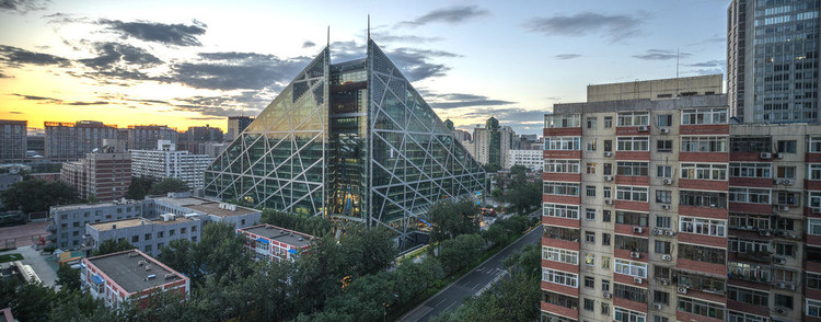 Edificio Parkview Green clasificado como LEED Platino. Beijing, China. Image © pamhule, vía Flickr