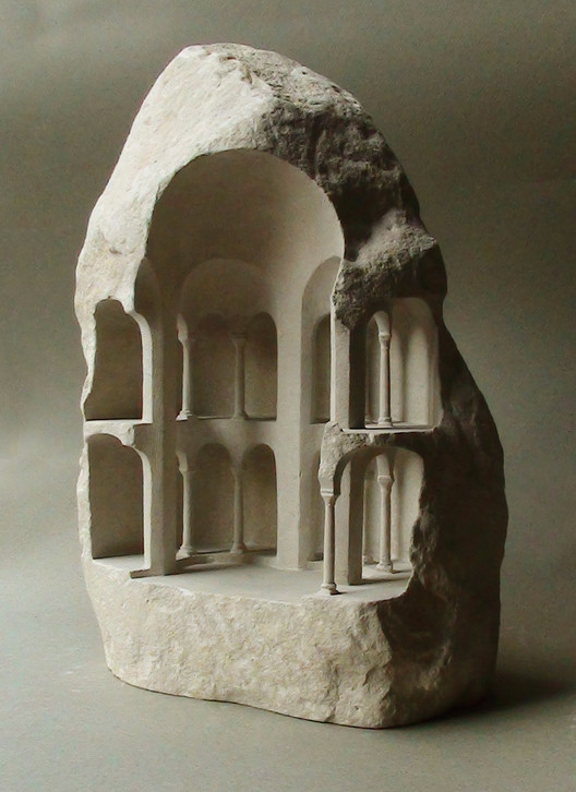 Tetraconch (Limestone, 2015, 31cm tall). Image © Matthew Simmonds