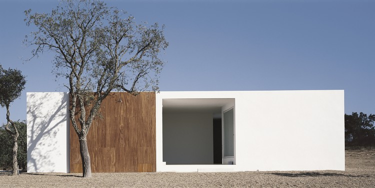 House in Litoral Alentejano  / Aires Mateus, © Daniel Malhão