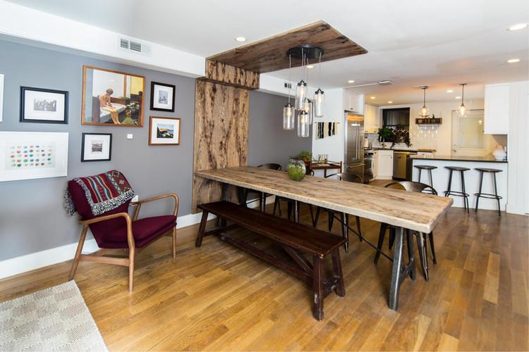 Comedor en la casa común 'Pacific' en una casa de piedra rojiza restaurado en Crown Heights, Nueva York. Imagen © Common
