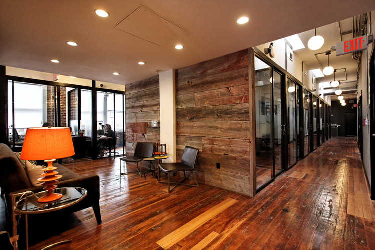 Lounge and private offices in the WeWork space in San Francisco. Image © WeWork