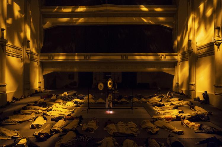 Locacíon: Teatro Novedades Artista: Javiera Peón Veiga Obra: Gong. Image © Angelina Dotes