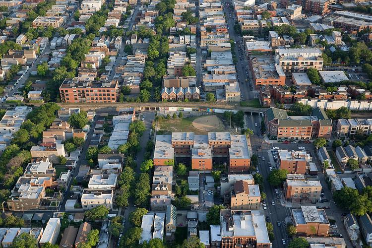 Fotografía aérea del corredor del parque urbano. Image © The606Chicago, vía Flickr