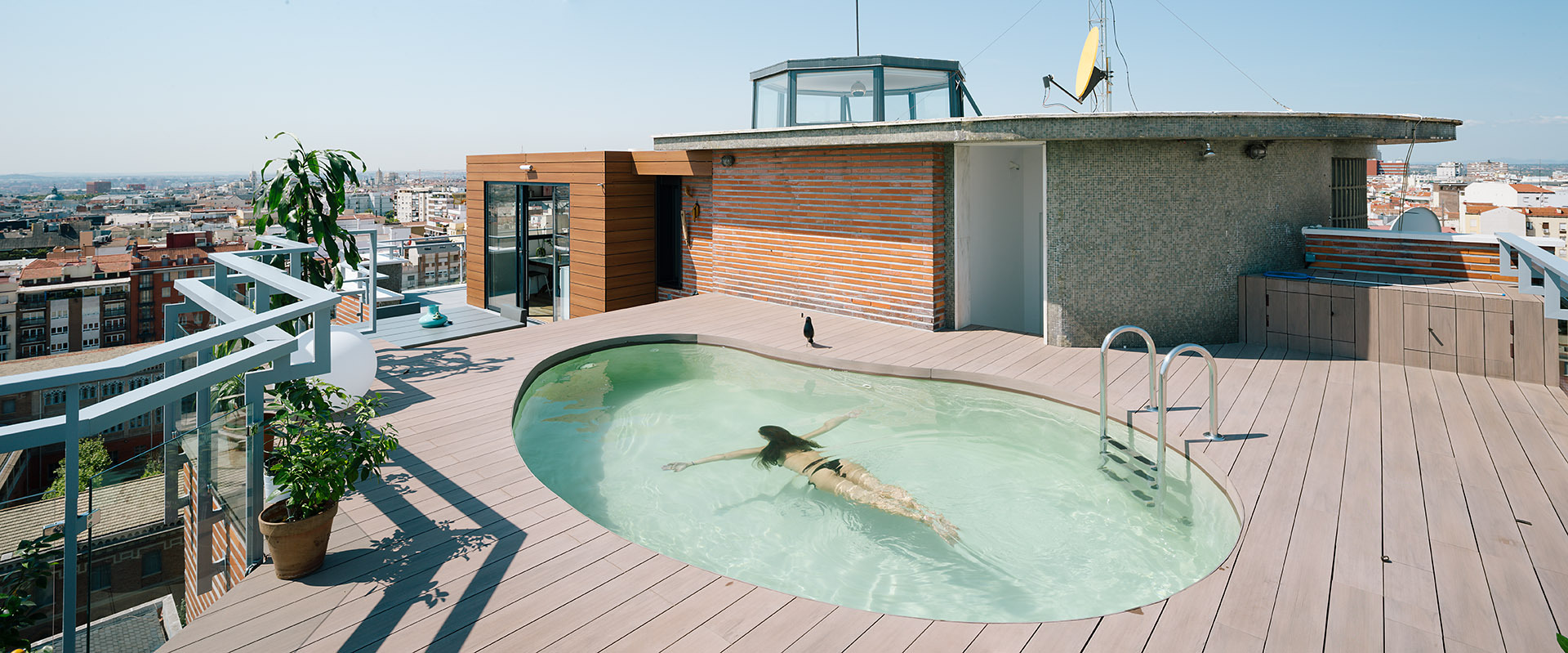A chalet in the sky of madrid i arquitectura archdaily - Piscina terraza atico ...