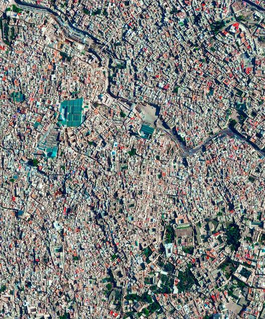Medina de Fez, Marruecos. Imagen cortesía de Daily Overview. © Satellite images 2016, DigitalGlobe, Inc
