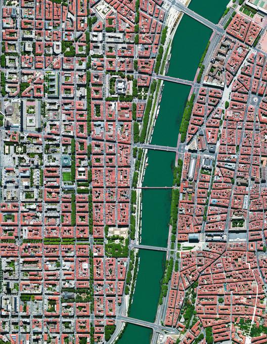 Lyon, Francia. Imagen cortesía de Daily Overview. © Satellite images 2016, DigitalGlobe, Inc