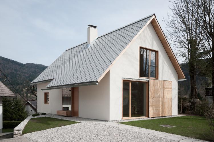 Viviendo en una villa alpina / Skupaj Arhitekti, © Janez Marolt