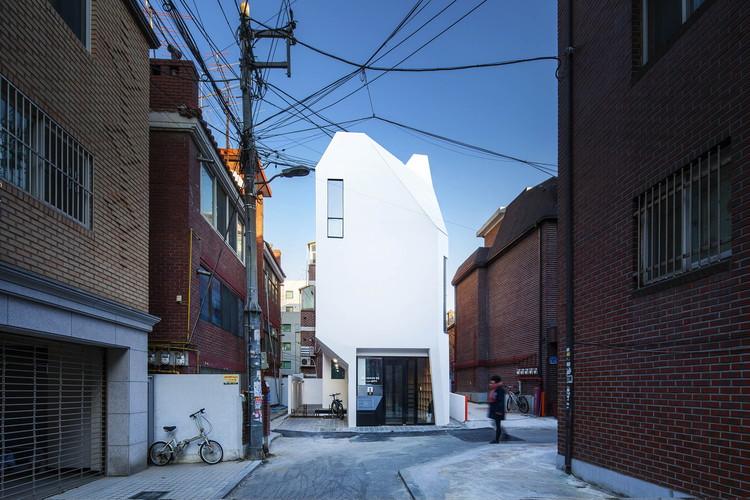 Cortesía de ThEPluS Architects
