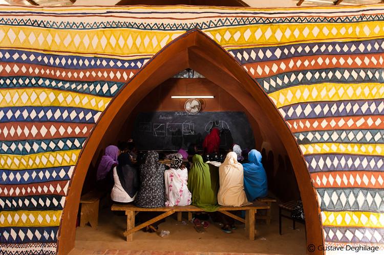 Sewing School Steel-Earth (Niamey, Nigeria, África) / Odile Vandermeeren. Image © Gustave Deghilage