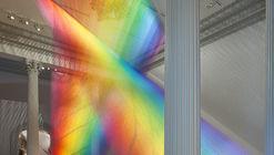 A instalação de Gabriel Dawe usa 100 kms de fio para recrear o espectro de luz