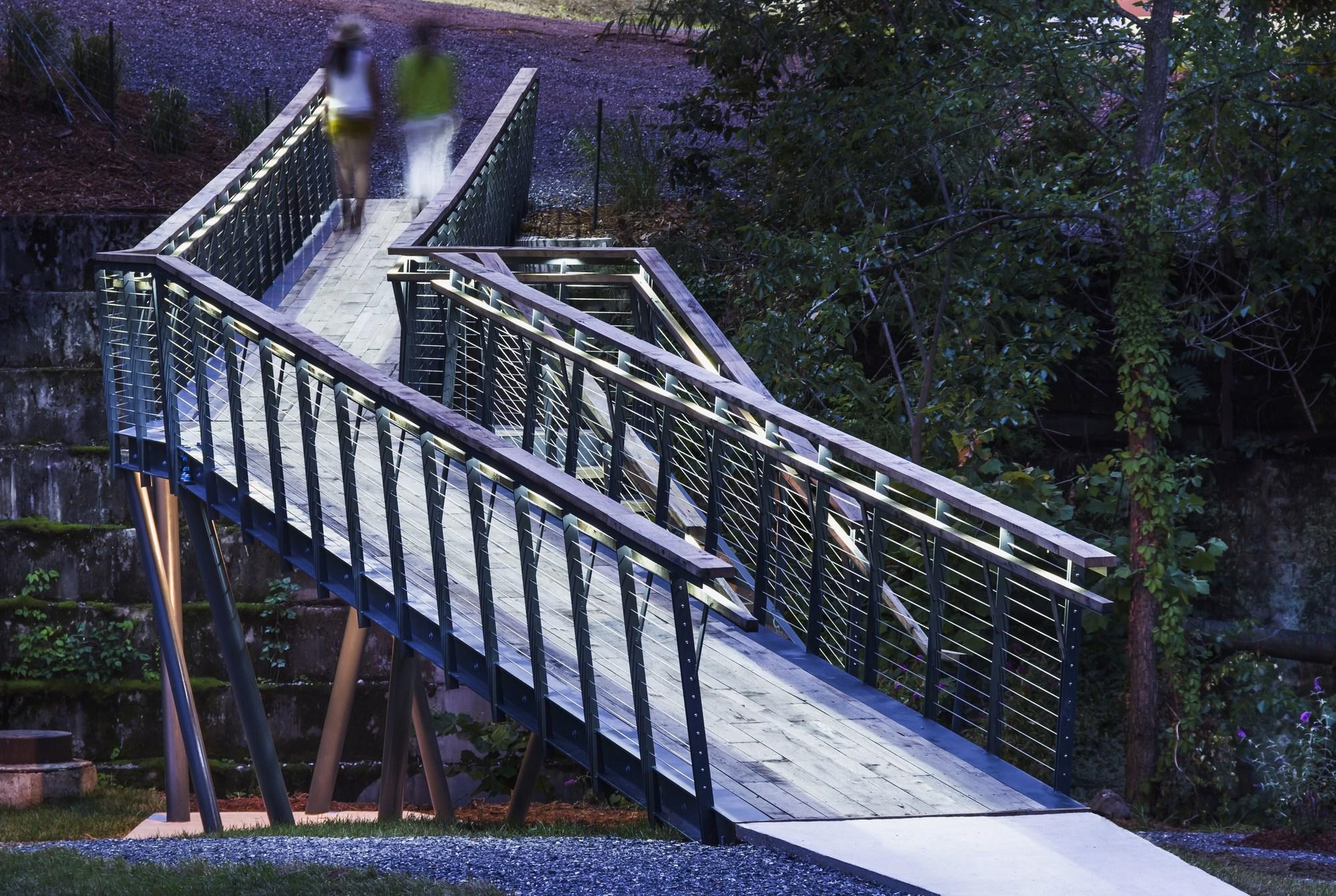 Smith creek pedestrian bridge design buildlab archdaily for Bridge design
