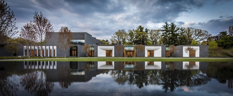 Lakewood Cemetery Garden Mausoleum / HGA Architects and Engineers, © Paul Crosby Photography