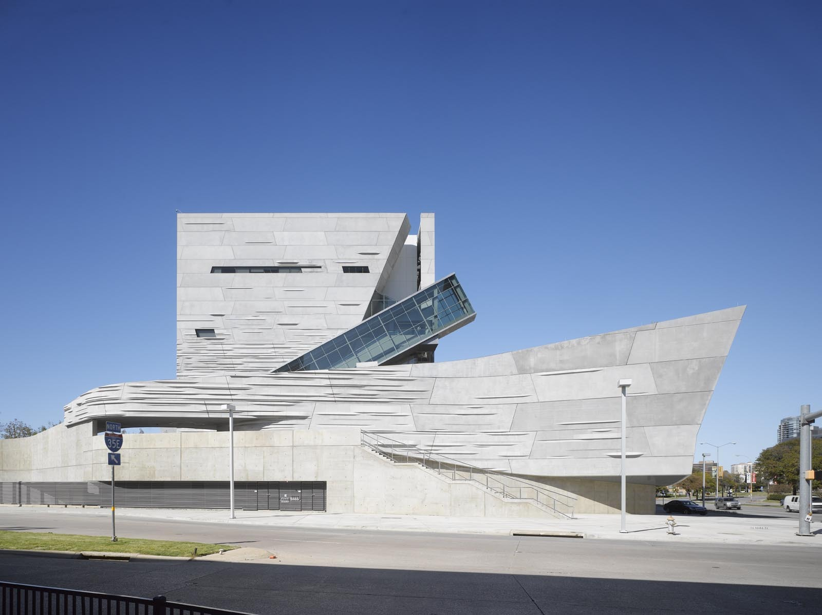 Perot museum of nature and science morphosis architects for Ross architecture