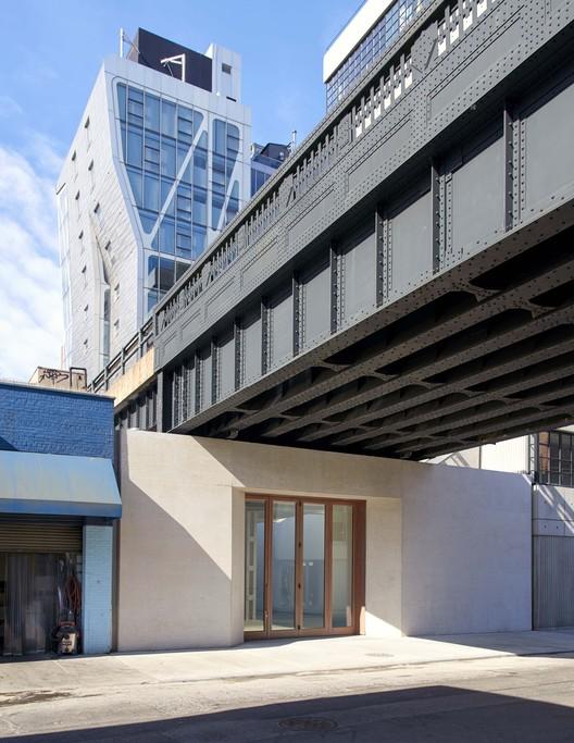 Se inauguró el Lisson Gallery de Nueva York situado debajo de High Line , Cortesía de Lisson Gallery