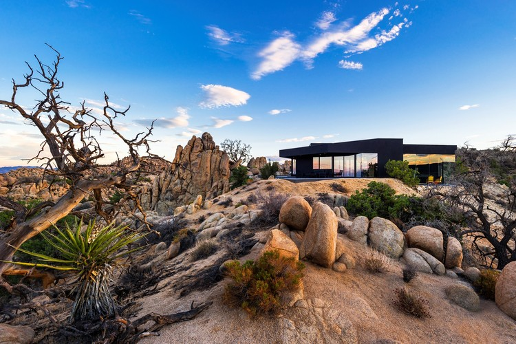 Black Desert House / Oller & Pejic Architecture, © Marc Angeles