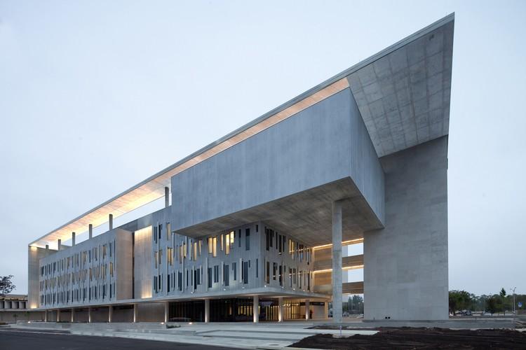 Miami Dade College Academic Support Center / Perkins+Will, © Robin Hill