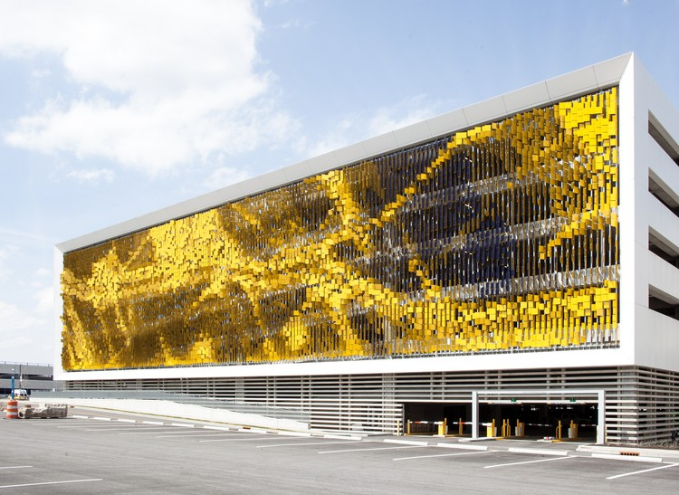 Parking Structure Art Facade / Rob Ley Studio, © Serge Hoeltschi