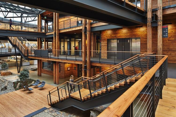 Federal Center South Building 1202 / ZGF Architects, © Benjamin Benschneider