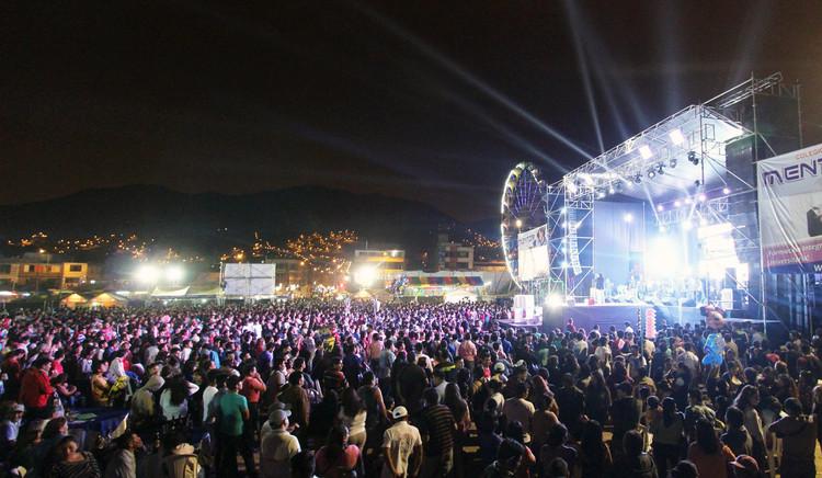 Concierto en la pampa urbana de Canto Grande. Image vía Municipalidad de San Juan de Lurigancho