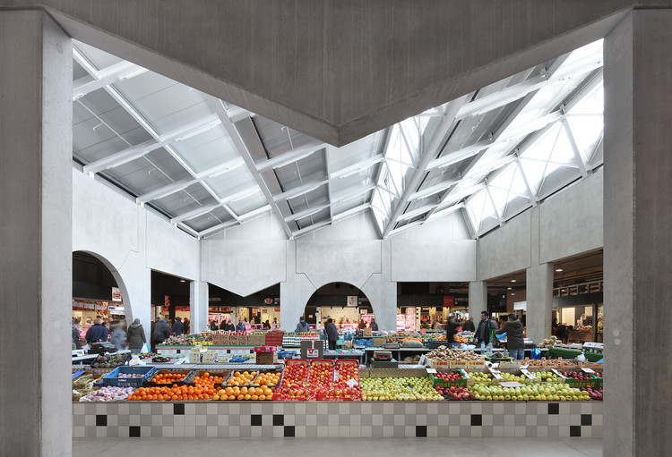 MIT Announce Ten Associated Installations at 2016 Venice Biennale, The Foodmet Market houses a wide variety of uses, including; meat industries, indoor markets, rooftop farms, retail and parking. The building applies the use of the platonic panels as the first architectural step towards the realization of the district wide masterplan which envisions the conversion of an industrial slaughterhouse to a mixed urban environment. Foodmet Abbatoir, Brussels (2016). Image © Filip Dujardin