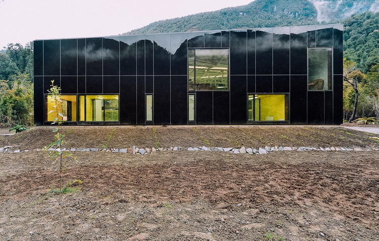 Planta embotelladora de agua / PANORAMA, © Cristobal Valdes