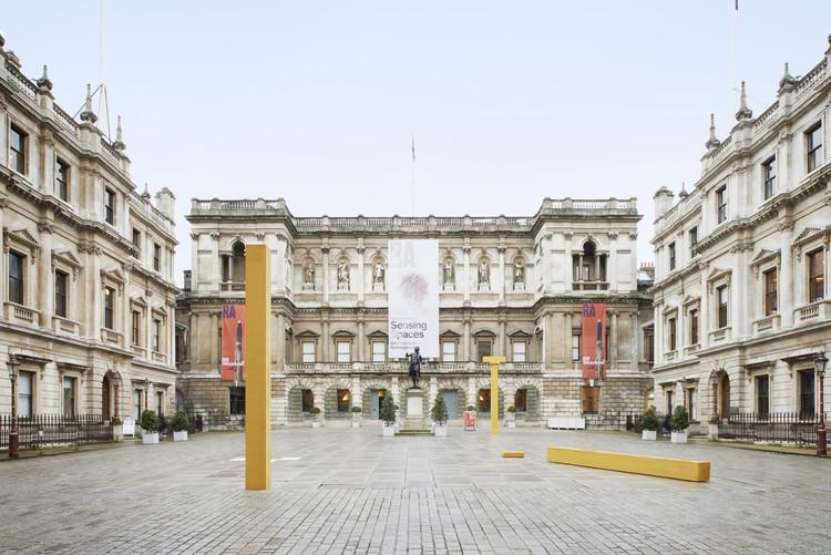 'Columns' / Álvaro Siza Vieira en el London's Royal Academy of Arts. Imagen © James Harris