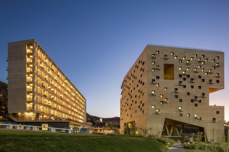 Facultad de Economía y Empresa Universidad Diego Portales / Rafael Hevia + Rodrigo Duque Motta + Gabriela Manzi, © Fernando Guerra | FG+SG