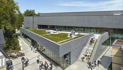 Hall Atlético y Centro de Bienestar Branksome / MacLennan Jaunkalns Miller Architects