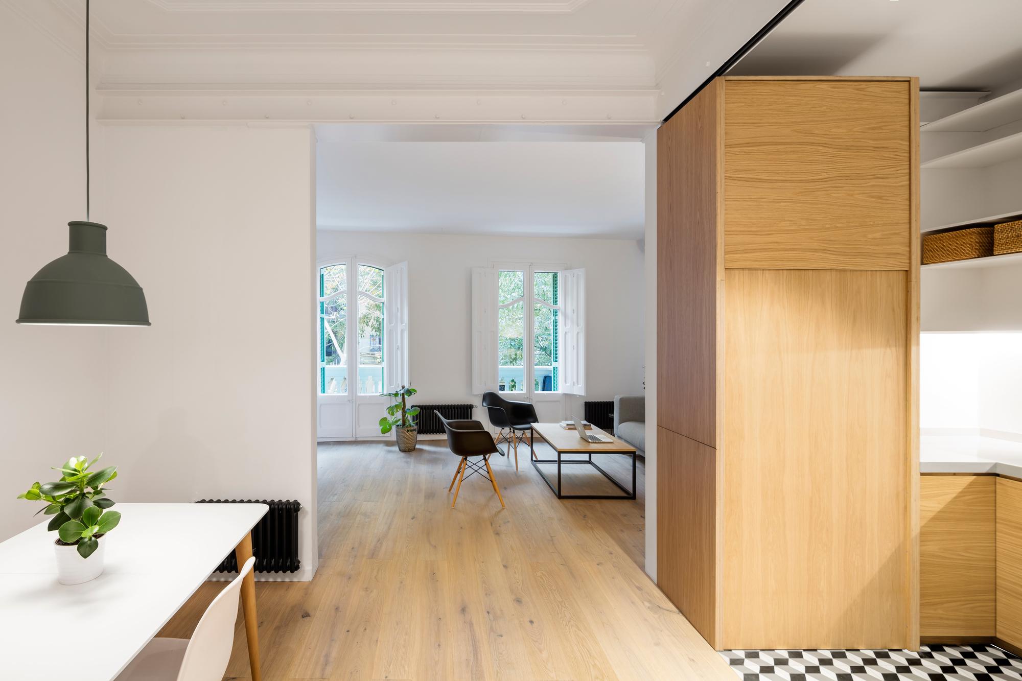 Alan 39 s apartment renovation eo arquitectura archdaily for Decoracion aptos modernos