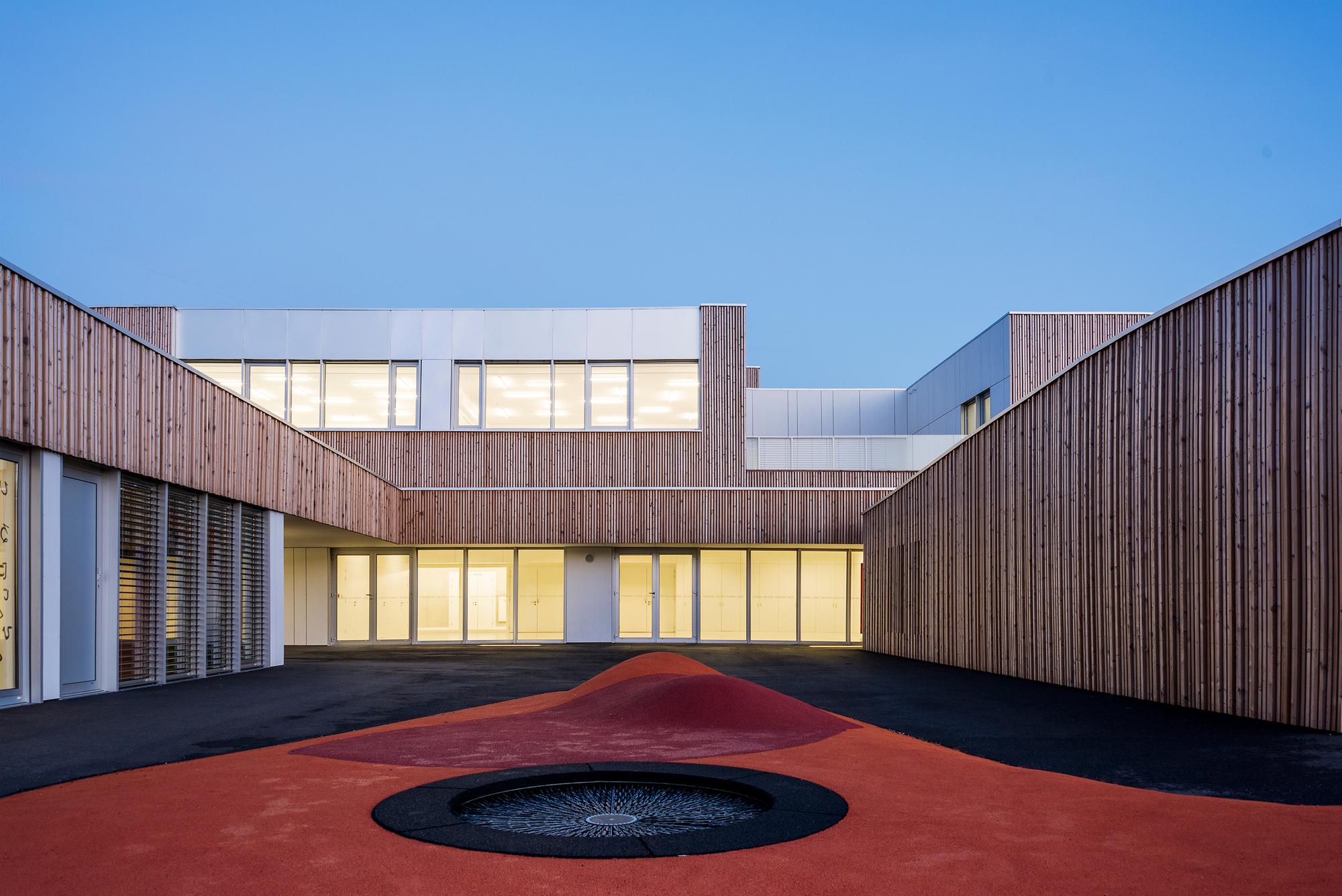 School group in france rouby hemmerl architectes for Architecte france