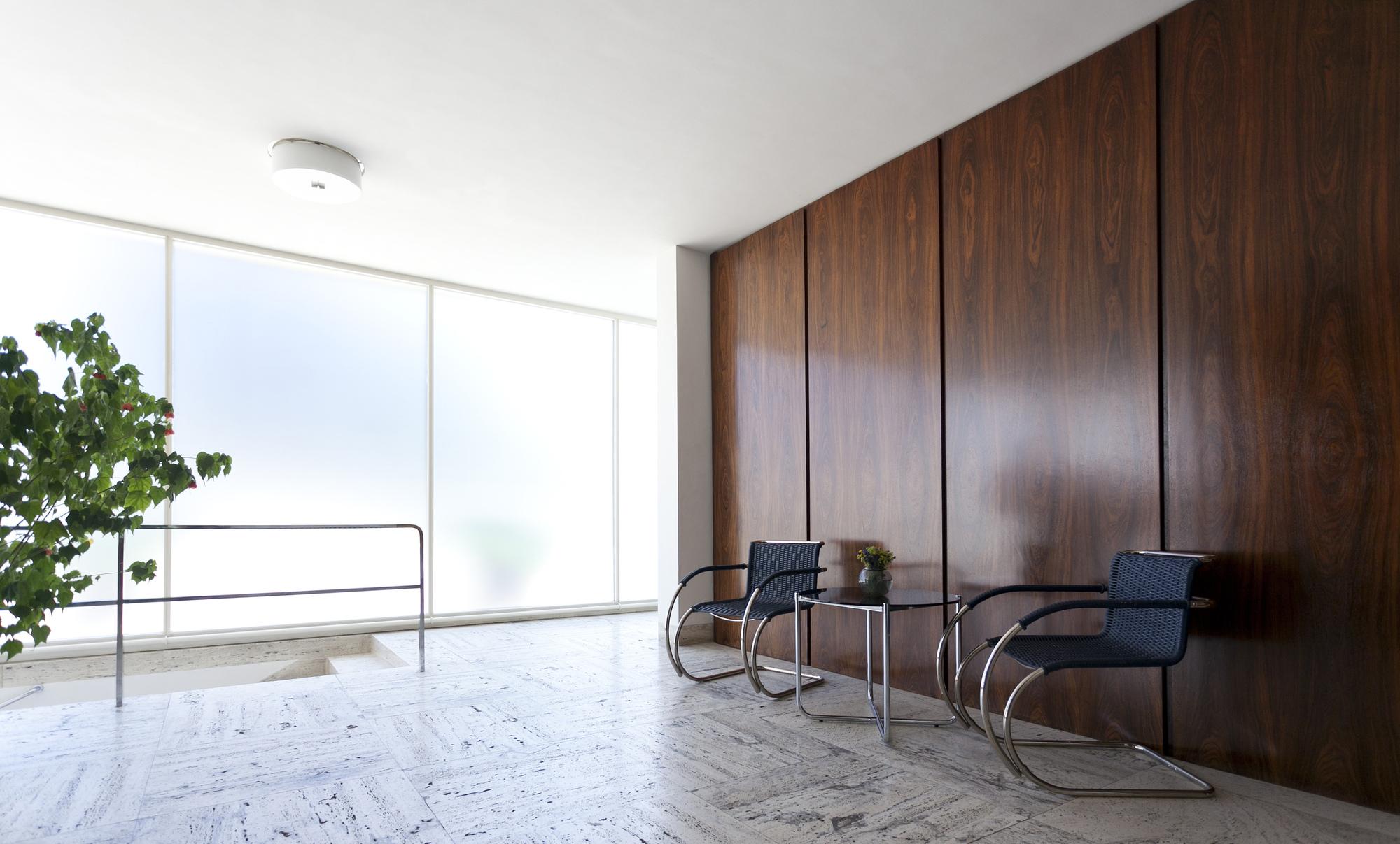 gallery of ad classics villa tugendhat mies van der rohe 28. Black Bedroom Furniture Sets. Home Design Ideas