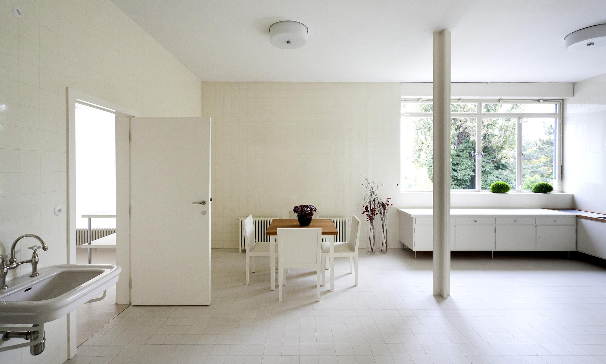 gallery of ad classics villa tugendhat mies van der rohe 21. Black Bedroom Furniture Sets. Home Design Ideas
