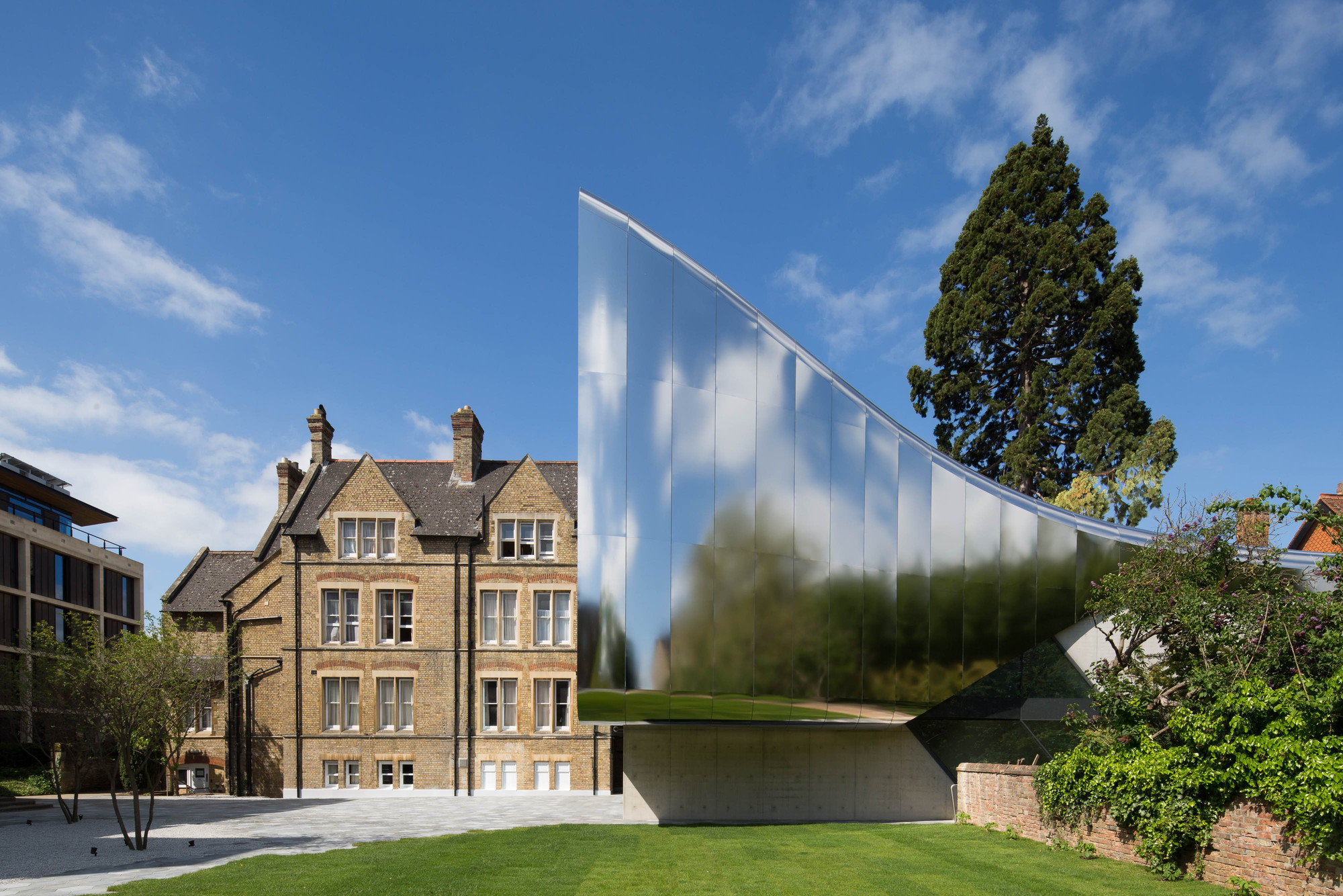 Adam architecture groundbreaking country house in hampshire - The Investcorp Building St Antony S College Oxford Zaha Hadid Architects Image