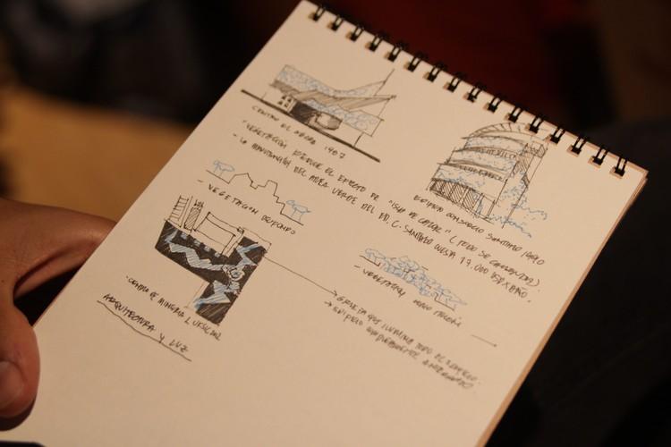 Dibujos de un asistente del evento sobre la charla de Enrique Brown. Image © Nicolás Valencia
