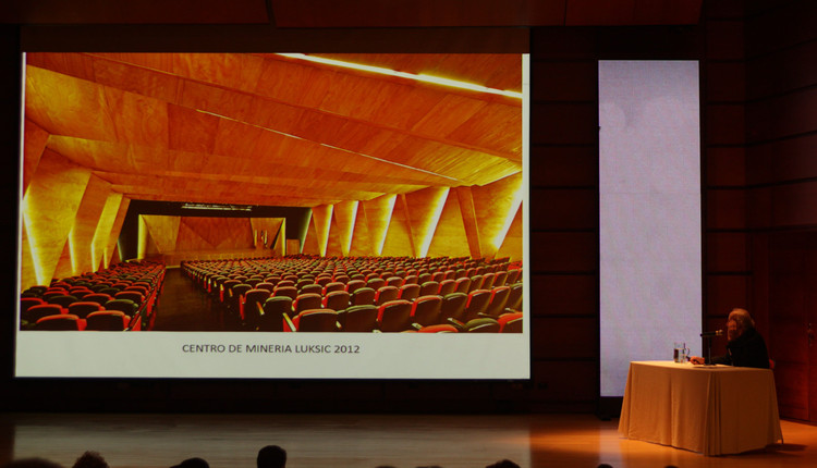 Enrique Brown en su charla de inauguración de Ekotectura 2016. Image © Nicolás Valencia