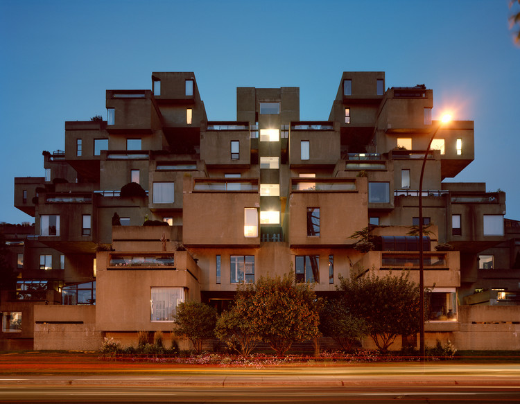 "Montreal 1967 Feria mundial, ""Man and His World,"" Habitat '67, Vista Nocturna, 2012. Imagen © Jade Doskow"