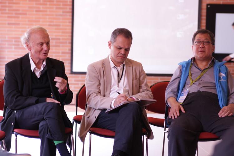 Enrique Browne (izq), Gerson Duplat y Ken Yeang. Image © Nicolás Valencia