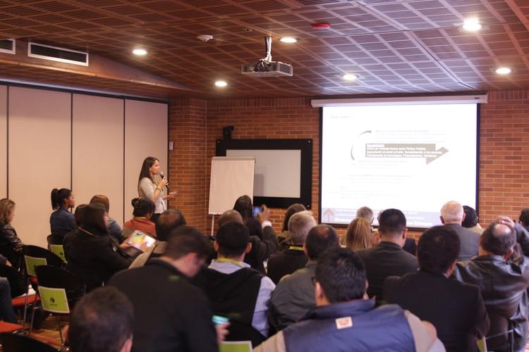 "Ana Milena Avendaño expuso ""NAMA de vivienda sustentable"" en Ekotectura 2016. Image © Nicolás Valencia"