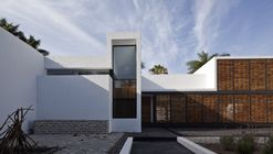 Studio House on Chapálico Sea / ARS° Atelier de Arquitecturas