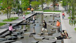 4 espacios públicos que destacan por incluir el agua en la vida urbana