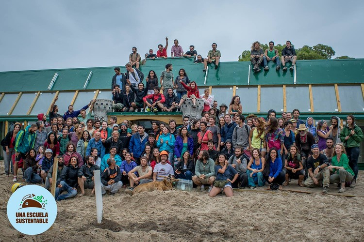 Inauguran la primer escuela sustentable de Michael Reynolds en Latinoamérica, © Una Escuela Sustentable [Fan Page] / Lorena Presno