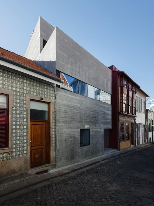 Casa en Rua de Marracuene  / Base Arquitetura, © do mal o menos