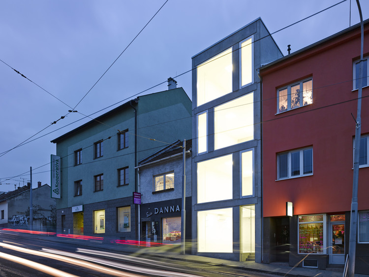 Mixed Use House  / Makovský & partners, © Manfred Seid