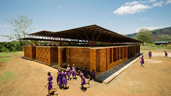 Escuela comunitaria primaria para niñas / Orkidstudio